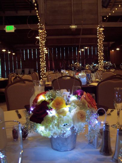 String lights make your flowers shine in a dim venue