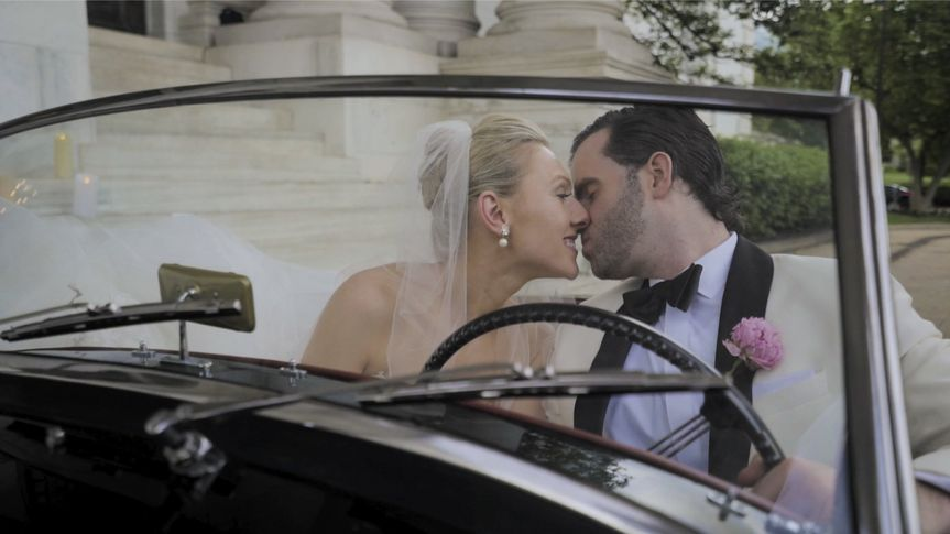 A kiss behind the wheel - Ethan Hoover Wedding Films