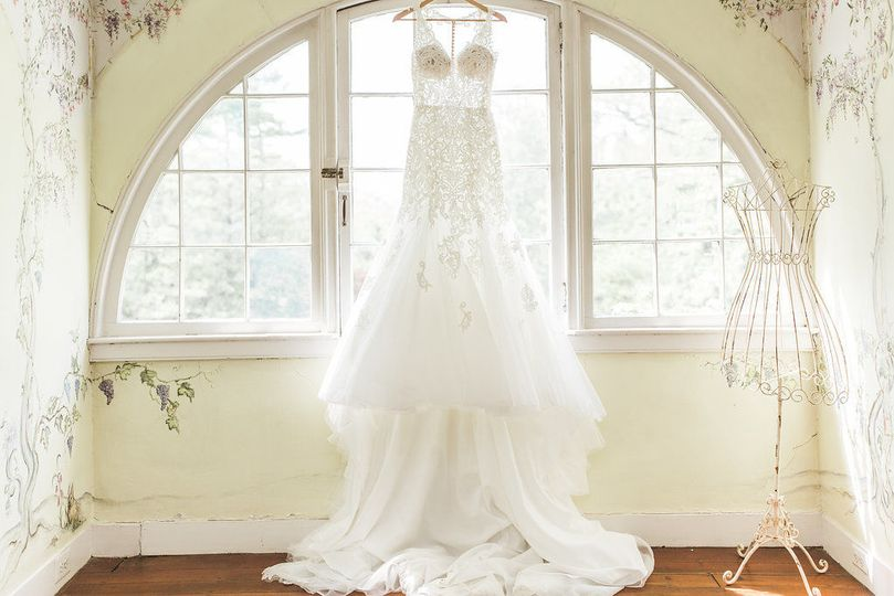 Bridal suite lune window