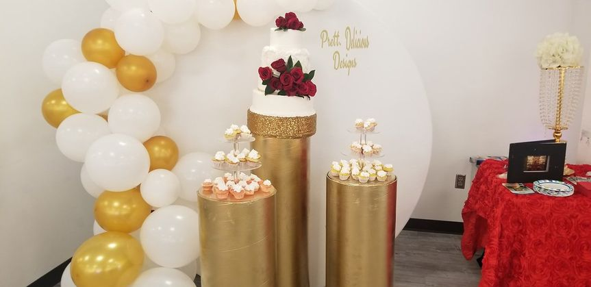 Circle backdrop balloon column