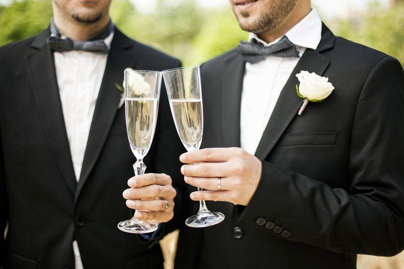 gay wdg 2 men toast