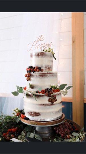 Buttercream cake/fresh berries