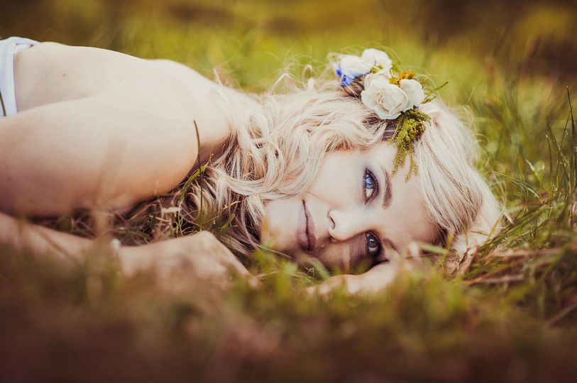 25642a9944560b92 1512423908786 graphicstock beautiful bride is enjoying her wed