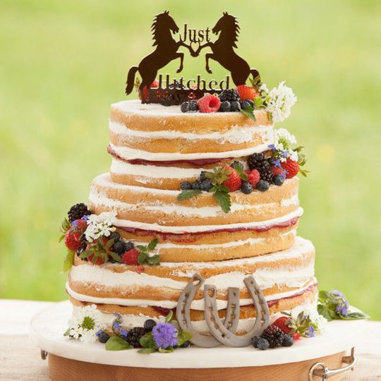 aefbef03f030f2d4 1453235263545 rustic naked cake with fresh berries