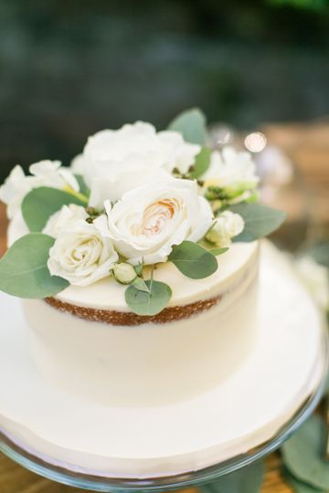 Buttercream Naked Cake with flowers