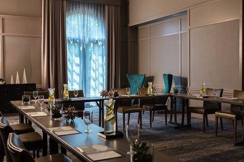 renaissance waterford oklahoma city hotel venue. Black Bedroom Furniture Sets. Home Design Ideas