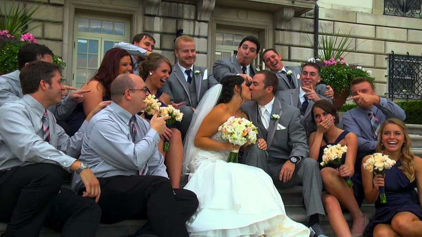 wedding party kiss