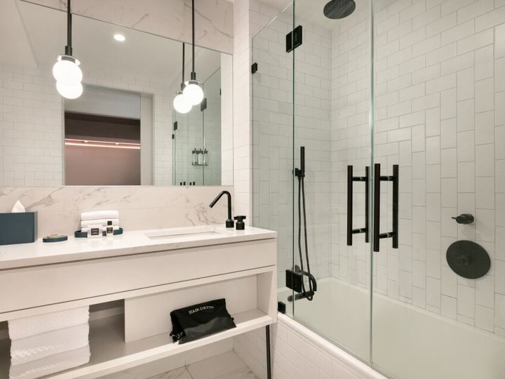 Tmx Hotel Indigo Williamsburg Guestroom Bathroom 51 1059573 157651549345491 Brooklyn, NY wedding venue