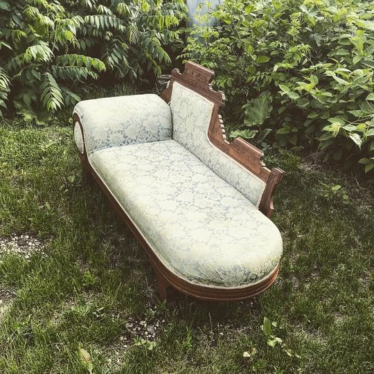 Happy Hiccup Fainting Couch