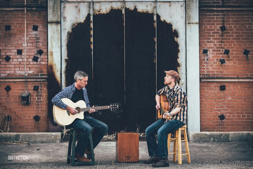Live acoustic music outside of Green Bay