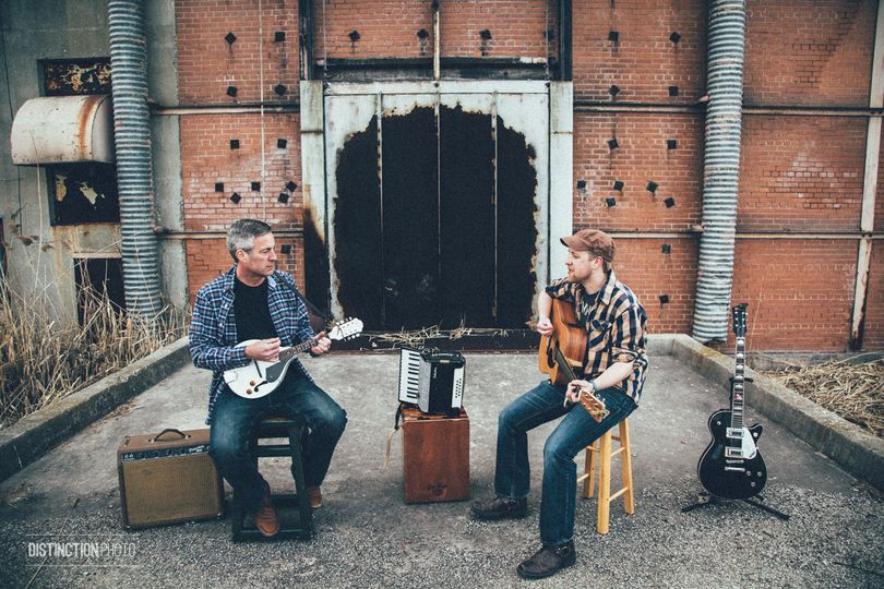 Live acoustic music near the beach in Green Bay