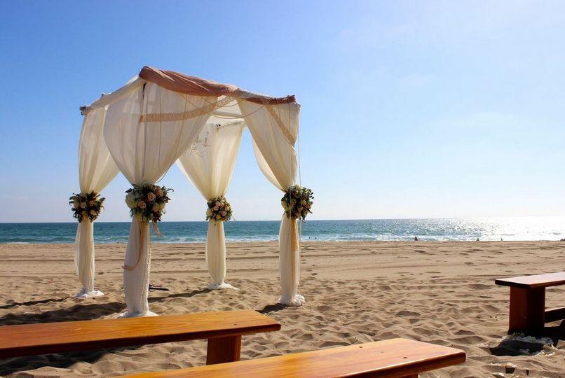 Classy beach wedding