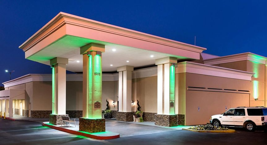 Stately columns featuring soft spotlights