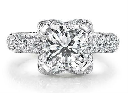 Diamond Exchange Dallas has a large selection of round diamond engagement rings in Dallas, TX.