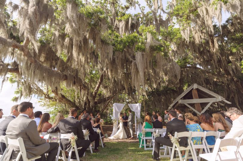 Outdoor ceremony at Oak Point Lawn