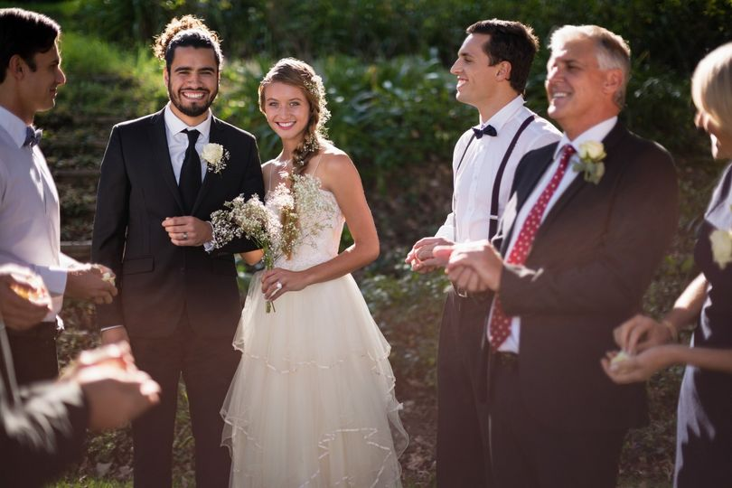The Beaming Couple - Moda Pictures