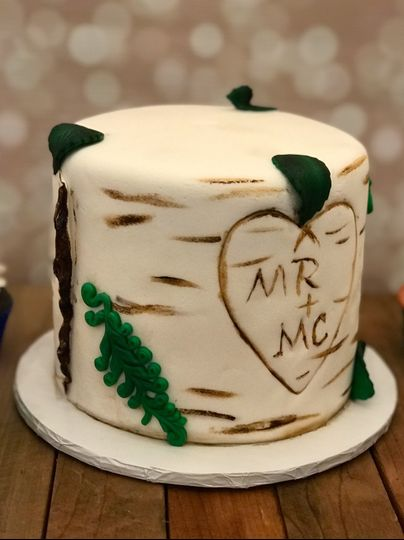 Rustic wedding cutting cake