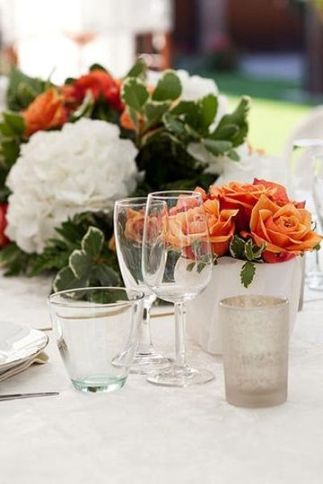 The tablescape for your wedding is a unique mixture according to your wishes.