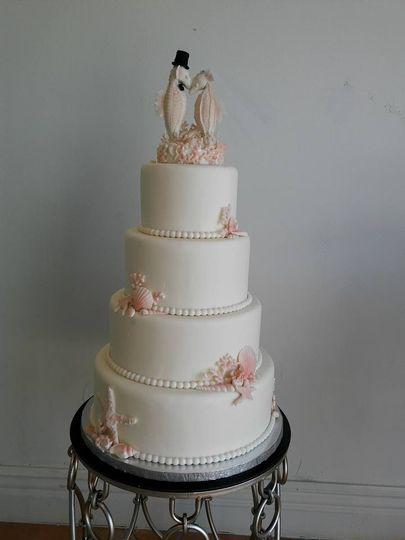 tiers plain seahorse wedding cake