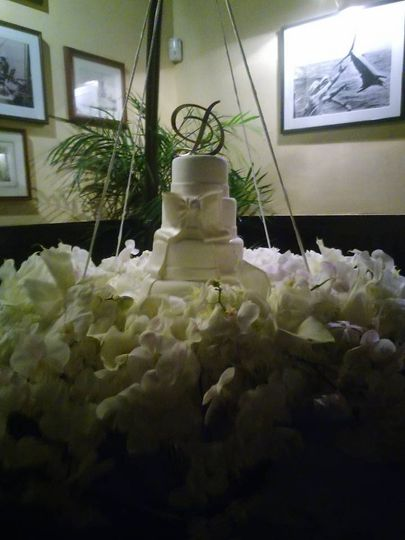 hanging white bow wedding cake