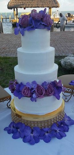 white buttercream with purple flowers wedd cake