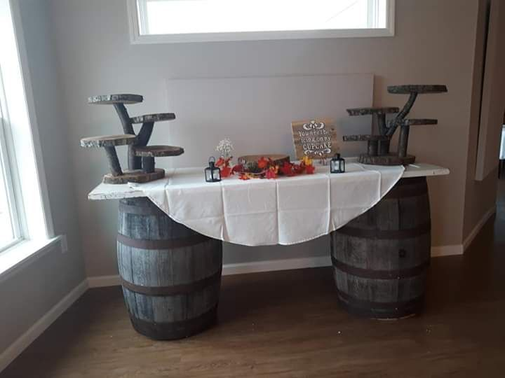 Large barrel, cupcake stands