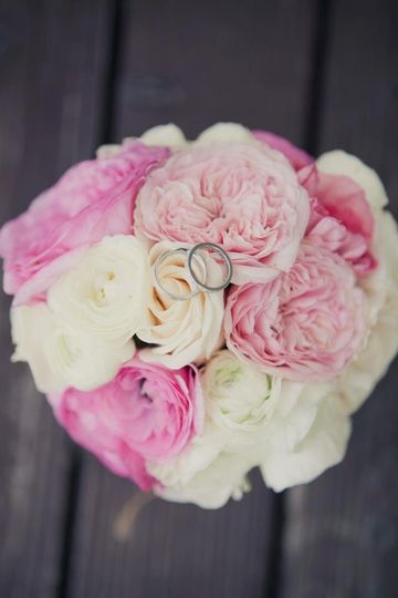 this bouquet was created with david austin roses, vendella roses, and ranunculous.