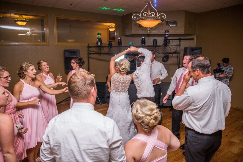 Dancing wedding guests | Erin Rae Photography