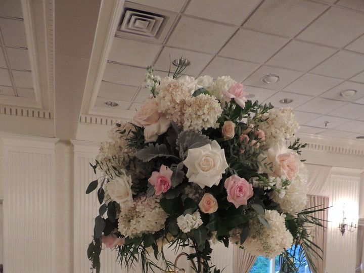 Tmx 1530854093 15f0cda86072d2be 1506108387788 Dscn8339 Staten Island wedding florist