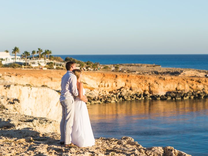 Tmx Couple Walking By The Sea Xl 51 1056973 Port Huron, MI wedding travel