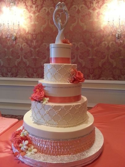 White and pink cake