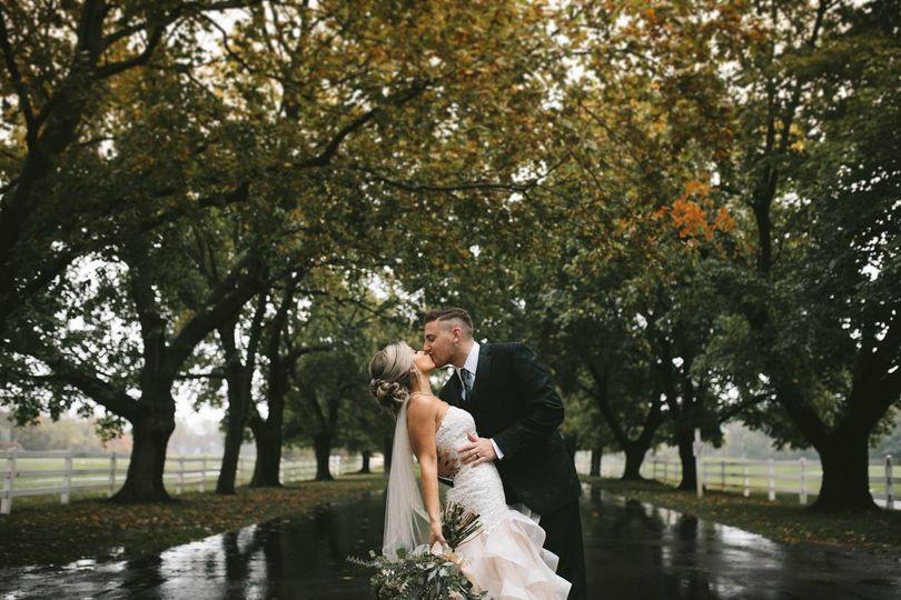 Newlyweds kissing   Photo by @EmilyCapisciolto
