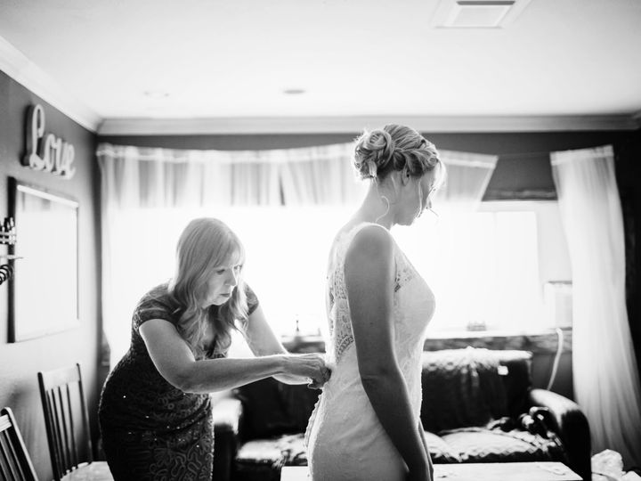 Tmx Amanda Donny Before Ceremony1bw 51 1050083 Seattle, WA wedding photography