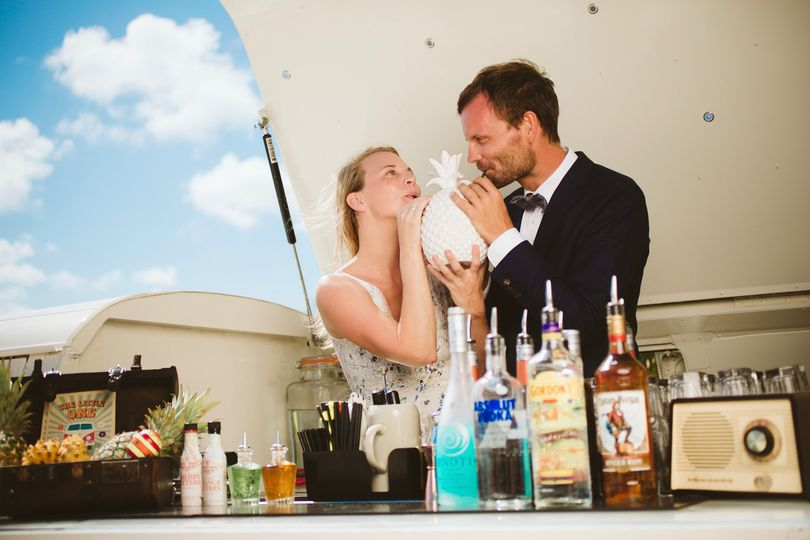 Wedding couple cheers