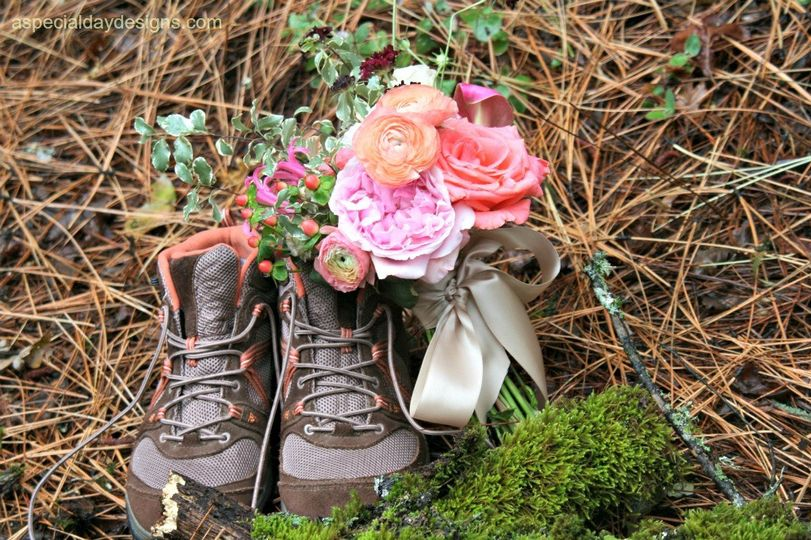 adventure wedding bouquet hiking
