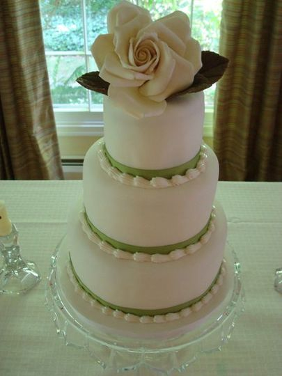 This cake was for woman who loves all things sweet and simple.  I hand made one simple yet elegant...