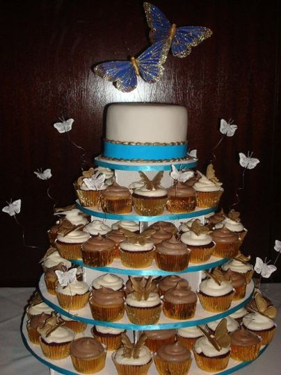 For this wedding, the bride decided on 2 different types of cupcakes!