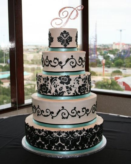 Black and white pattern on fondant