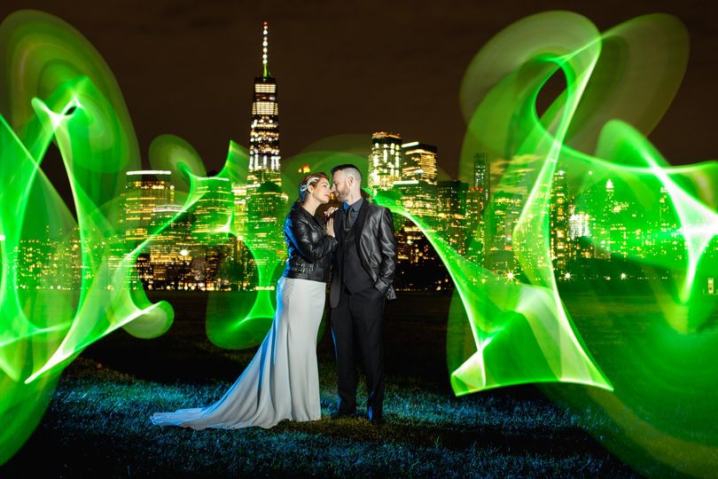 Newlyweds in the city - Liberty State Park