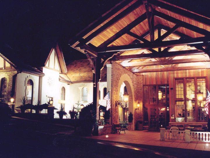 Tmx 1518292798 34afbee26082a941 1518292797 60576e872ae8604f 1518292796410 8 Entrance At Night Okauchee wedding venue