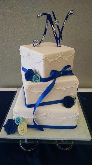 sapphire blue wedding cake