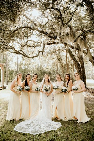 Lindsey and her bridal Party