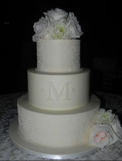 buttercream finish with edible cake lace