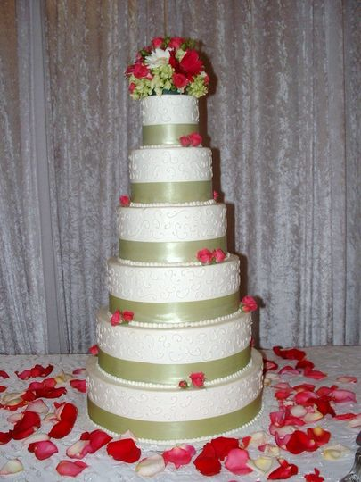 White cake with apple green linings