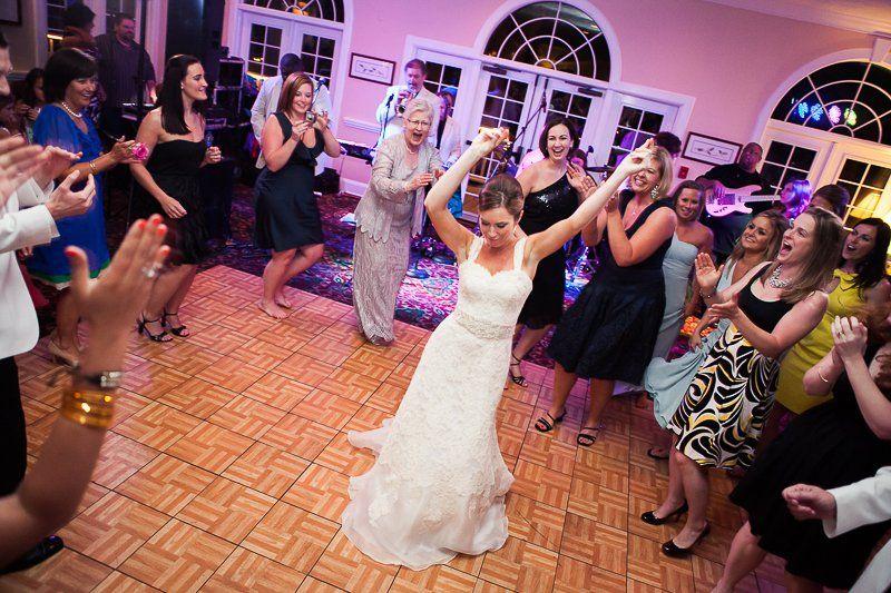 bride dancing at wedding reception 51 528383