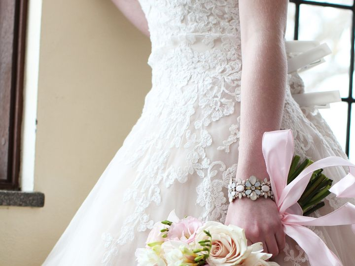 Tmx 1451334816645 Bizzybee Photography1 Toledo, OH wedding florist
