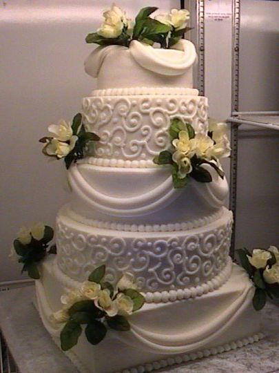 Butter Cream Finish With Fondant Swags