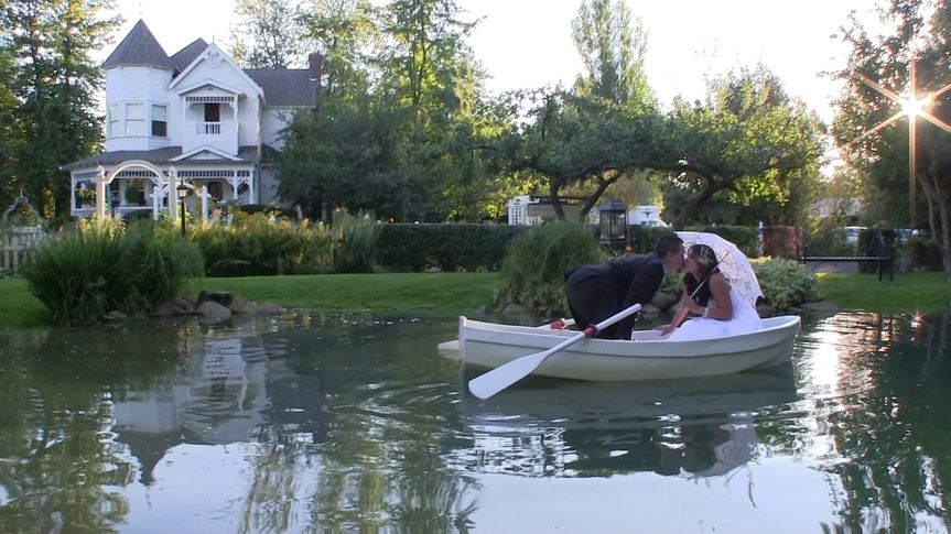 Carmen & James, married at the beautiful Belle Victorian Gardens in Deer Park, WA.  See their 3 min....