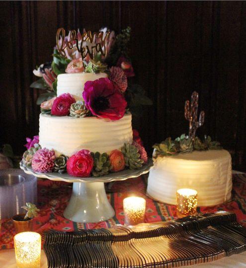 Bright cake flowers