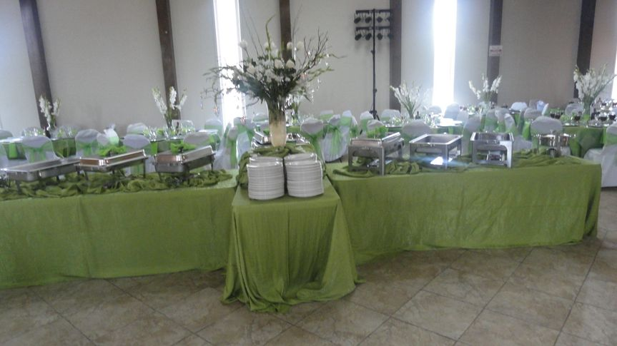 800x800 1504215998823 buffet table green